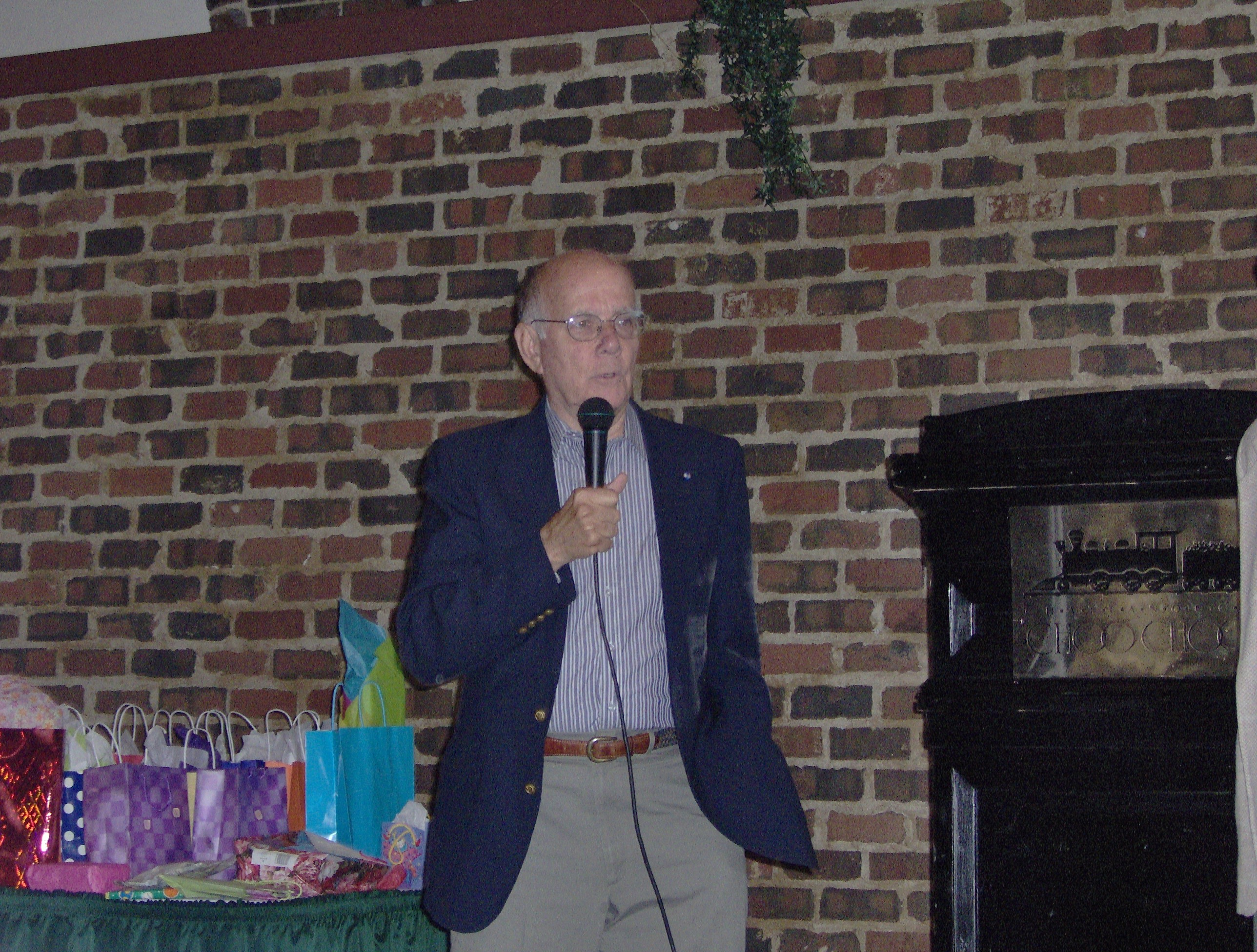 Bill Gann speaking at the 2006 OFHS meeting in Chattanooga, TN