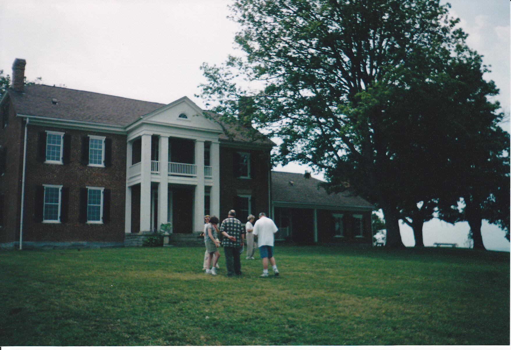 2005 OFHS meeting in Kentucky (OFHS members in front of Pleasant Retreat